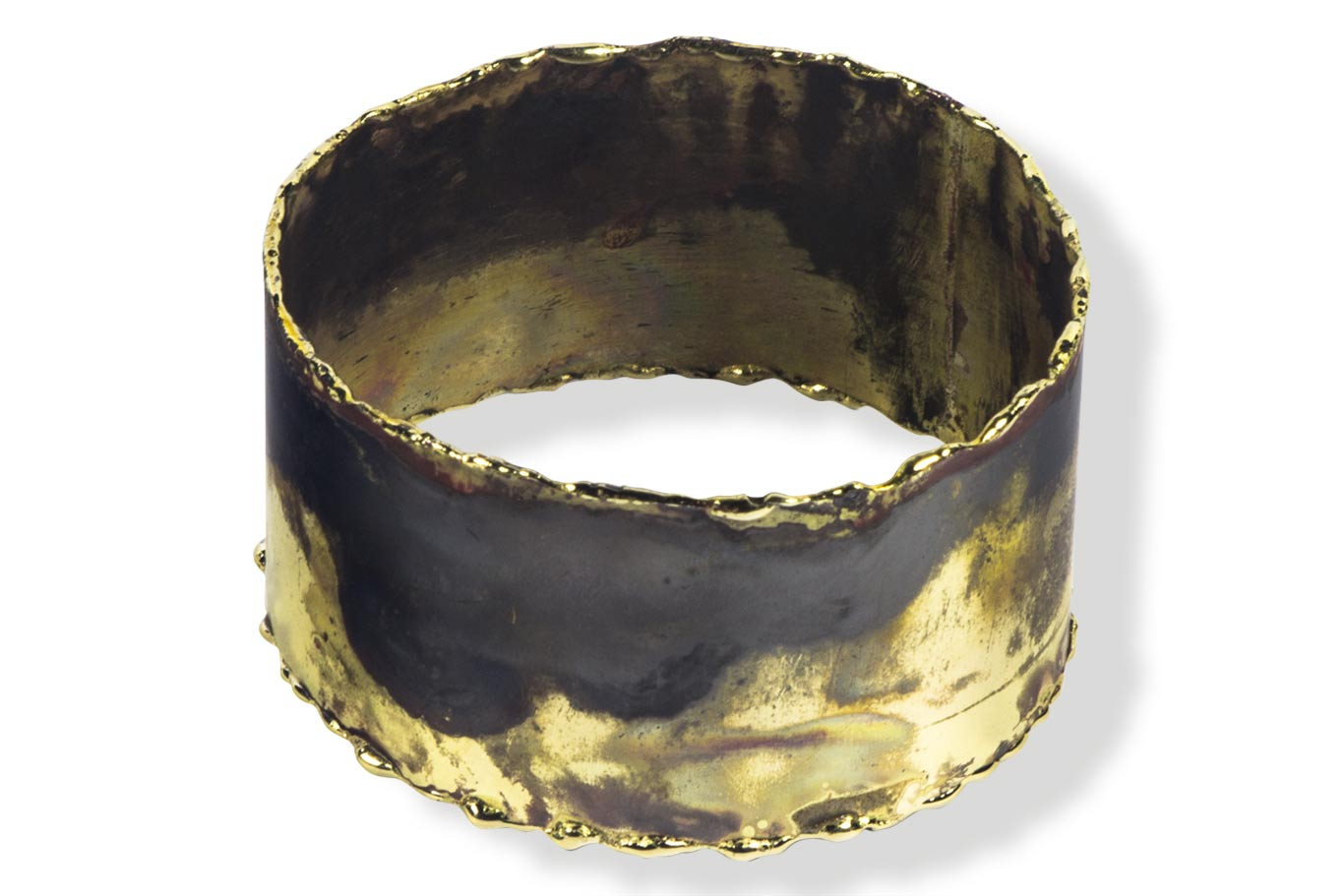 Bracelet laiton avec une patine naturelle incrustée dans la matière